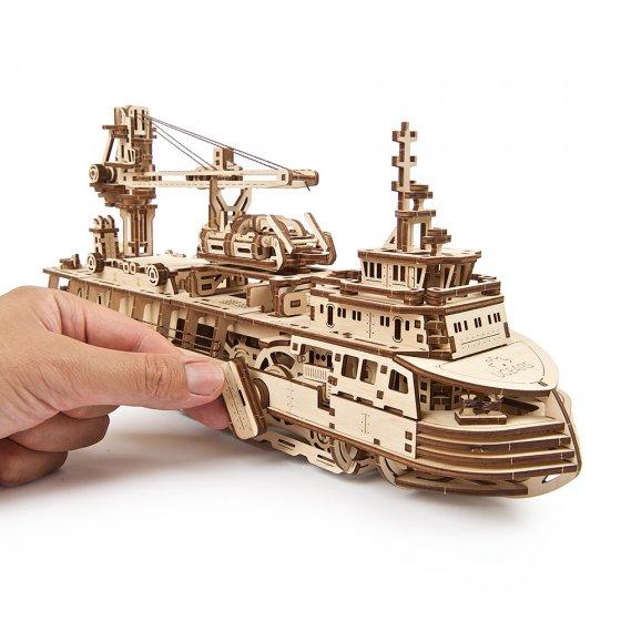 Houten model onderzoekersschip
