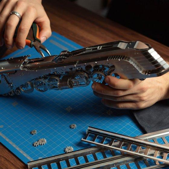 Metalen model 'stoomlocomotief met tender'